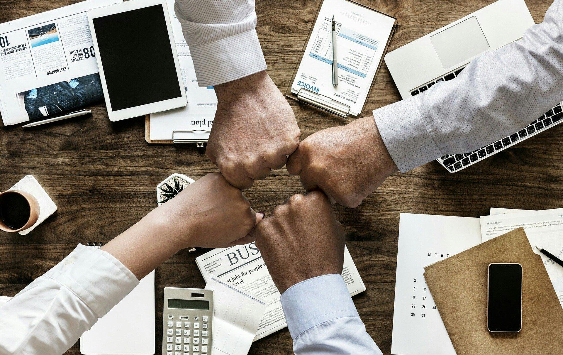 Si vous recherchez une stratégie efficace pour le développement de votre marque, vous pouvez contacter des influenceurs pour vous aider.