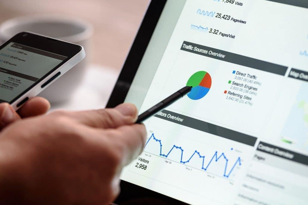 Le placement de produit est une astuce publicitaire grâce à laquelle les entreprises mettent en valeur leurs marques par l'intermédiaire des acteurs, des bloggeurs et influenceurs